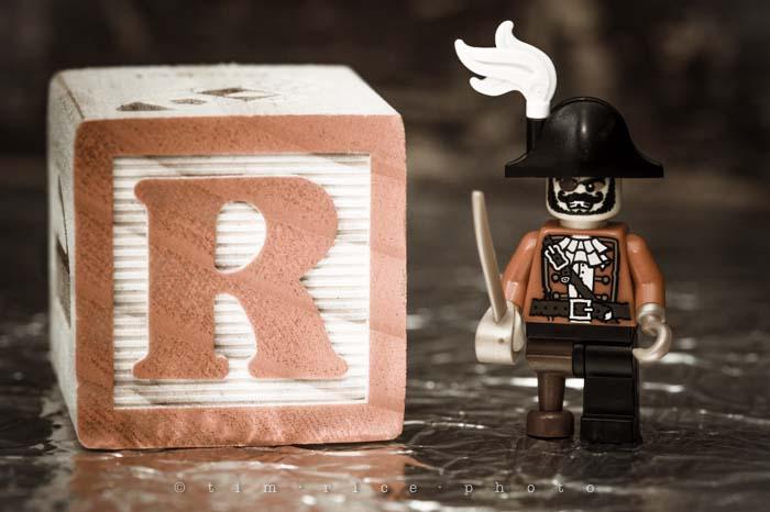 Yr4•353-365•R Legoboy R